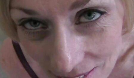 Masaje en la sala de estar porno swinger casero