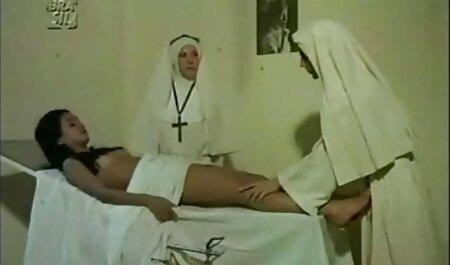 Películas porno: disfraz con un sacerdote fiesta swing porno