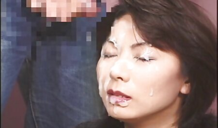 Nena swingers mexicanos cogiendo en una falda a cuadros, piel negra y anal