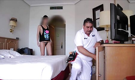 Con tres hombres Rubia videos parejas swinger