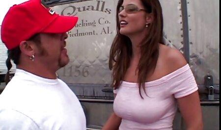 Ébano deslice el pene swinger follando en la Vagina de un blanco americano con Tetas Grandes