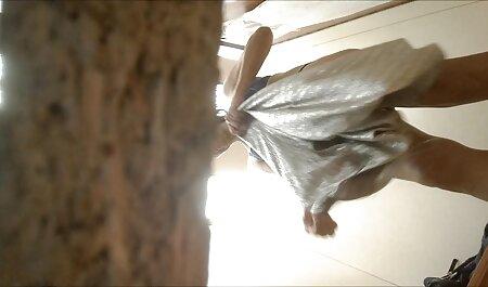 Belleza videos swinger mexicanas sacudió sus piernas delgadas en el gimnasio