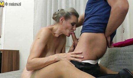 Un porno swinger casero hombre con un pene atornillado anal