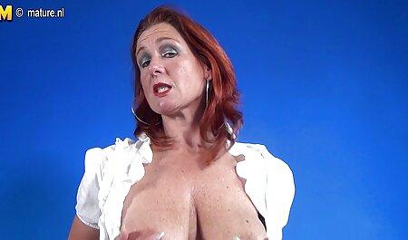 Chica perfecta masturbándose fuera de un agujero de swingers xx juguete en la webcam